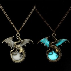Game of Throne Dragon Punk Luminous Dragon Pendants & Necklaces Glow in the Dark Amulet Sweater Chain Gift Ancient Fashion 2017