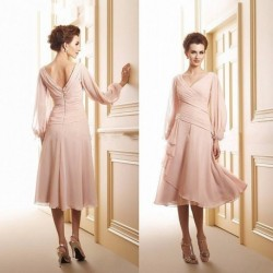 Long Sleeves Mother of the Bride Groom Dresses 2019 V Neck Knee Length Chiffon Pleated A line for Wedding Party Gowns