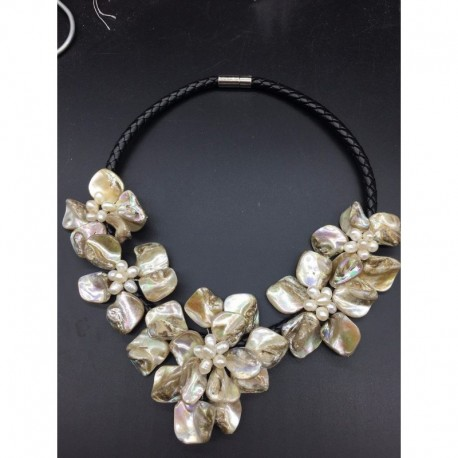 Pearl Shell Flower Necklace For Women Statement Choker Pendant Necklace